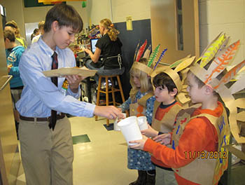 Kindergarteners serving Thanksgiving lunch