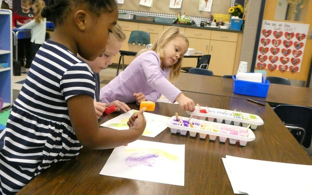 "LCS students ice paint in the exploration of the letter ""I"" in preschool. #LCS_HaveItAll www.lansingchristianschool.org/academics/preschool"